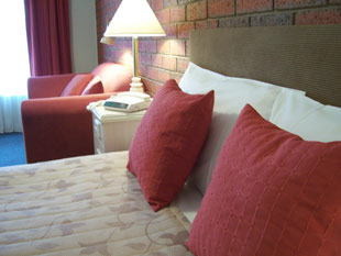 Spacious and tastefully furnished rooms, with air conditioning, mini-bar and spa